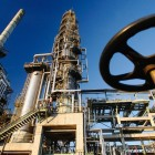 Oil meltdown sends shares sinking